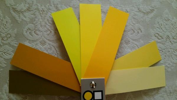 黄色 トーン